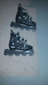 Size 9 women's roller blades for sale!!!!!