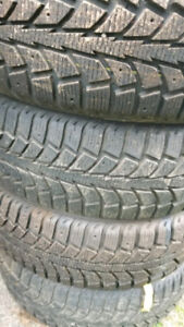 P185/65R15 Uniroyal Tigerpaw Ice And Snow Tires