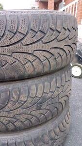 2 ou 3 pneus d'hiver Rovelo 205 55 16