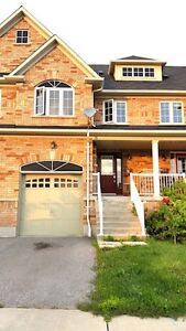 Townhome with finished basement for rent (Thickson/Burns, Whitby