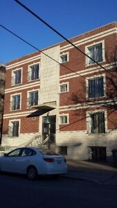 Bel appartement neuf Metro Côte St-Catherine pour le 1er Mai