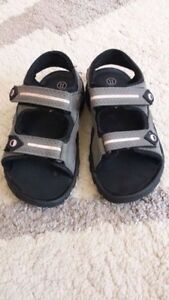 Girls Size 11 Grey and Pink Smart Fit Sandals