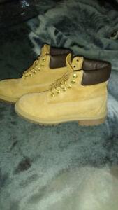 bottes Timberland ,columbia et soulier de marque a vendre usagé