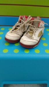 (217A) Boy's Sneakers JORDAN Size 9