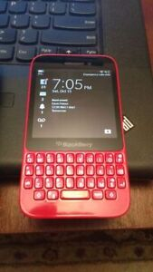 Blackberry Q5 spiderman red in perfect shape.