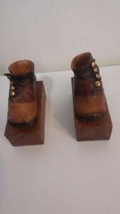 Vintage paire de vieux chaussures en résine ''2001 R.Steward''
