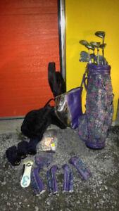 2 sac de golf dont 1 avec balles,baton,traineau,collection golf