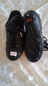 soulier soccer a 3$ (taille 8)