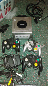 Great condition Nintendo Gamecube, 3 controllers hook ups games