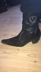 Cowgirl black boots size 10 40$-Bottes cowgirl pointure 10 40$