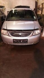 chrysler grand voyager limited 2.5 crdi for parts engine ,gearbox ,leather interior , bumpers