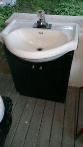 Toilette Crane et Vanité avec lavabo