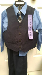 Kenneth Cole, boys size 4, 4-piece outfit, BNWT
