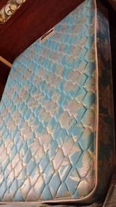 Please BUY! MUST GO! Queen Size Mattress and Box Spring Set