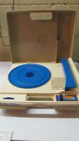 1978 Vintage Turntable Record Player! Plays 33 & 45 RPM!!