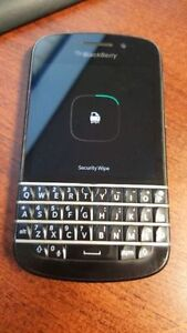 BLACKBERRY Q10 UNLOCKED WITH CASE AND CHARGER