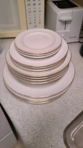 Gibson Housewares Gold Plated China Set