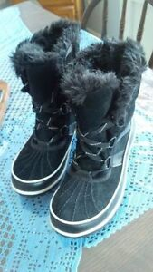 Like-new Sorel ladies black winter boots