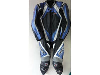 NEW RST PRO SERIES IPS LEATHER MOTORCYCLE MOTORBIKE RACE SUIT HUMP SIZE 42 RRP 899 EXDISPLAY URGENT