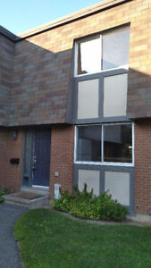Comfortable 3 Bedroom Townhouse in Heron Gate - $1,350/M