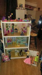jouet enfant: grande maison barbie avec accessoire,vêtement et+
