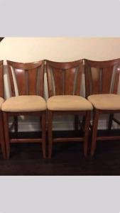 4 counter height bar stools in excellent shape