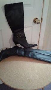 Bottes en cuirette noir pour dames