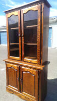 Beautiful Golden Brown Antique Oak Hutch in Good Condition
