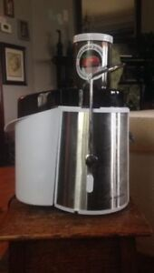BARELY USED Juicer