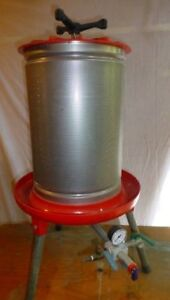 COMPLETE HOME WINE MAKING EQUIPMENT