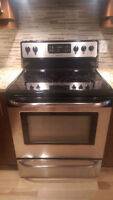 Stove/Cuisiniere Frigidaire comme neuve/like new 30po/in Watch|S