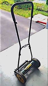 Yardworks Reel Lawnmower (14-in)