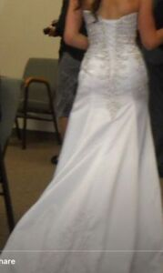 Beautiful size 6 Wedding Gown
