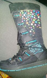 ► DC Chalet Slim Casual Boots Black / Turquoise ( Size 7.5 )