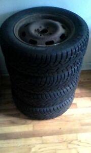 4 pneus d'hiver à vendre