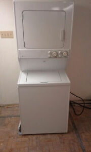 Nice Maytag Electric Washer Dryer Stckable W/Stand