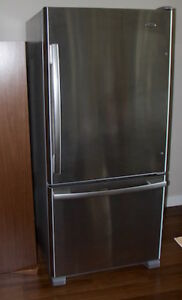 Almost new FRIDGE with ice-maker