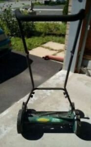 Yardworks Reel Lawnmower (18-in)
