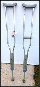 CRUTCHES NEW CLEAN--HUGO BEQUILLES COMME NEUF!