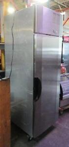 Refrigerateur en Acier Inoxydable - Stainless Steel Refrigerator