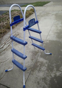 5ft pool ladder for above the ground pool, good condition