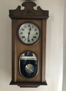 Antique style wind up clock/horloge de style antique
