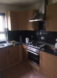 *SINGLE ROOM TO RENT GREAT LOCATION* - UPTON PARK - CALL ME NOW
