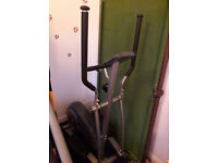 CROSS TRAINER BY MACY