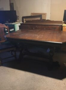ANTIQUE TABLE,CHAIRS AND HUTCH
