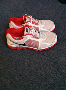 ***** NIKE SHOES SIZE 9.5 VERY GOOD CONDITION *****