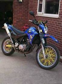 Yamaha xt660r supermoto 2006