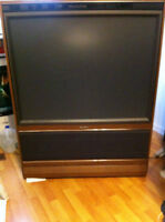 48 inch Quasar big screen tv