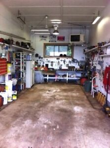Single bay for rent. Incl power and air comp. commercial