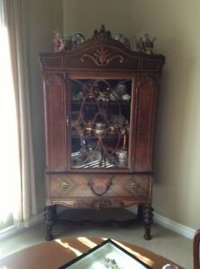 ANTIQUE WALNUT DISPLAY CABINET Late 1800 ' S - Early 1900 ' S